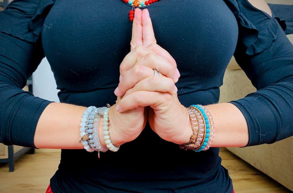 Kali Mudra o Ksepana Mudra – affrontare la vita